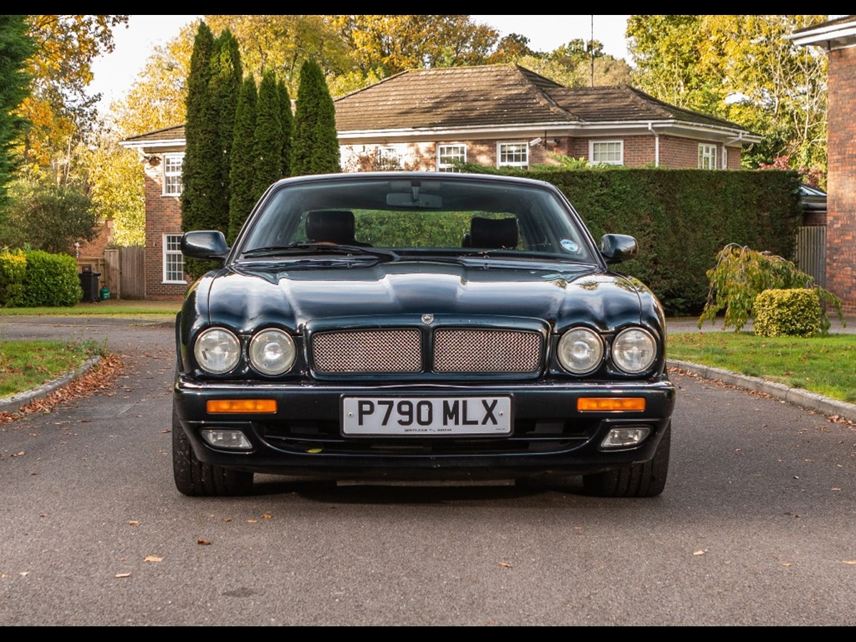 Lot 105 - 1996 Jaguar XJR