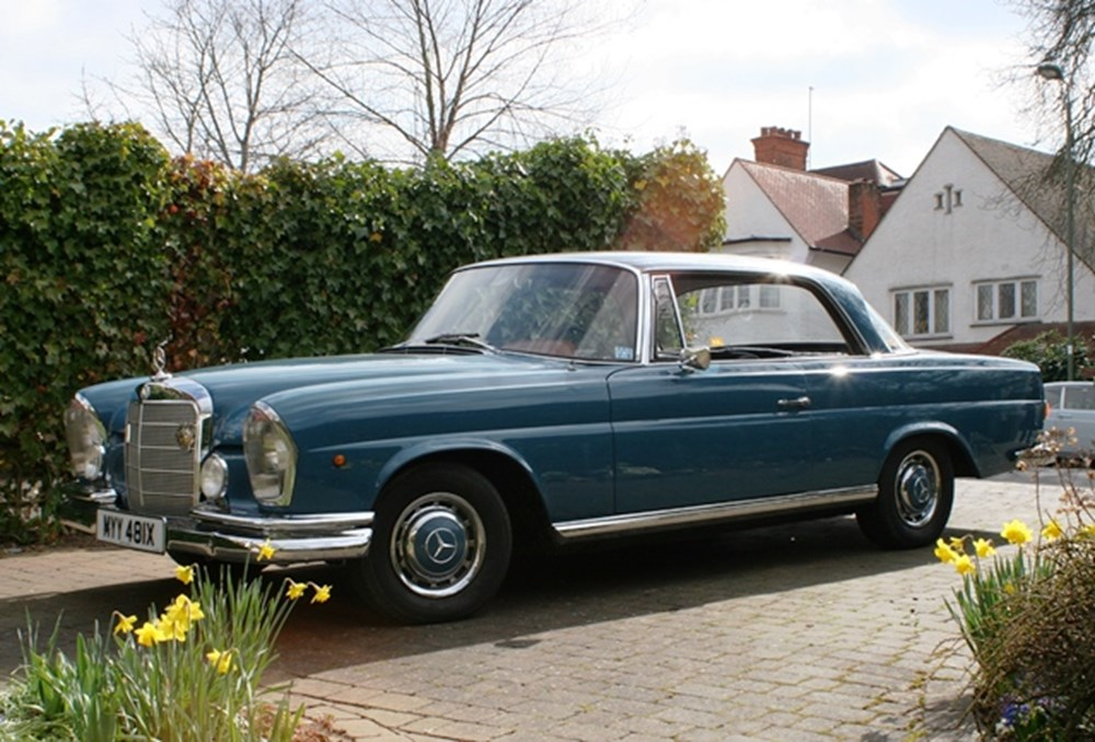 Lot 121 - 1962 Mercedes-Benz 220SE Pillarless Coupé