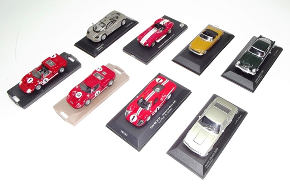 Lot 072 - 24 die-cast model cars