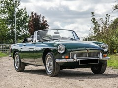 Navigate to Lot 135 - 1974 MG B Roadster V8