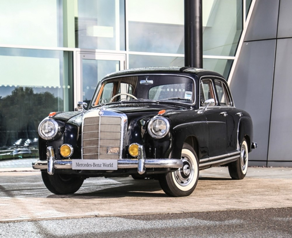 Lot 114 - 1959 Mercedes-Benz 220 S Ponton