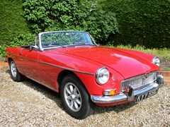 Navigate to Lot 370 - 1965 MG B Roadster