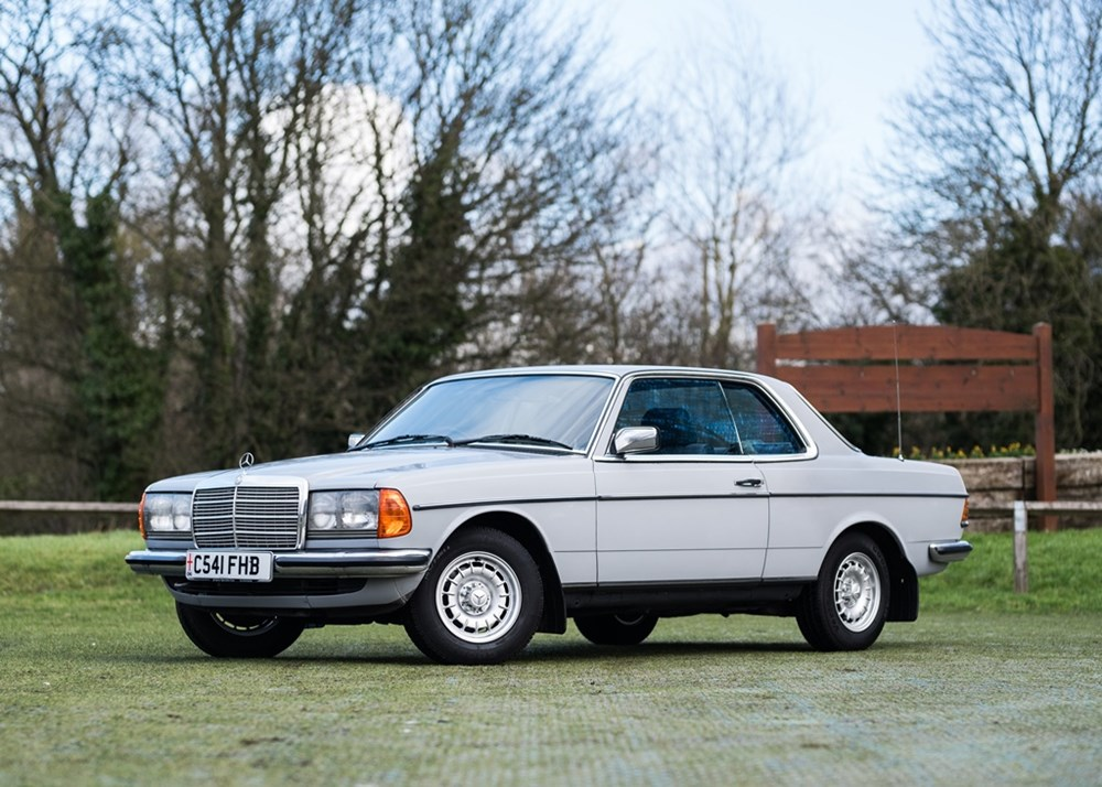 Lot 352 - 1985 Mercedes-Benz 230 CE