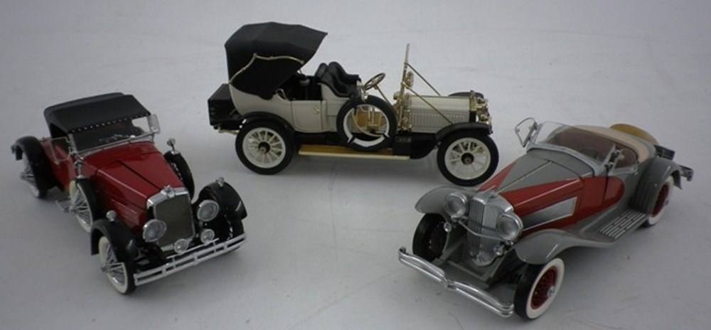 Lot 041 - Three American Car Models