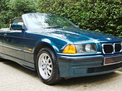 Navigate to Lot 447 - 1998 BMW 318 Convertible