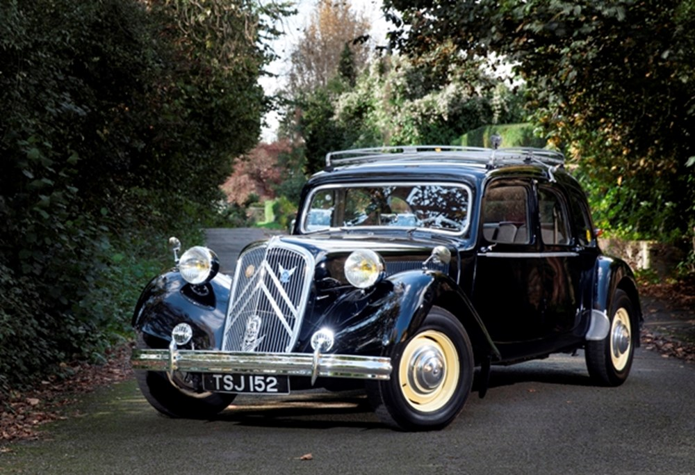 Lot 218 - 1953 Citroën Traction Avant Six Familiale