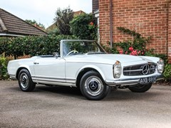 Navigate to Lot 180 - 1964 Mercedes-Benz 230 SL Pagoda
