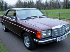 Navigate to Lot 261 - 1985 Mercedes-Benz 230 CE Pillarless Coupé