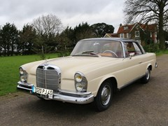 Navigate to Lot 156 - 1964 Mercedes-Benz 220 SEb Fixedhead Coupé