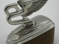 Navigate to Bentley winged 'B' desk piece.