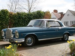 Navigate to Lot 121 - 1962 Mercedes-Benz 220SE Pillarless Coupé