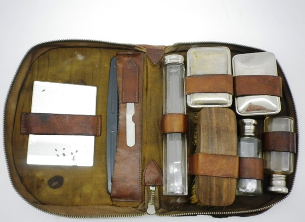 Lot 4 - Gordon Bennett vanity case