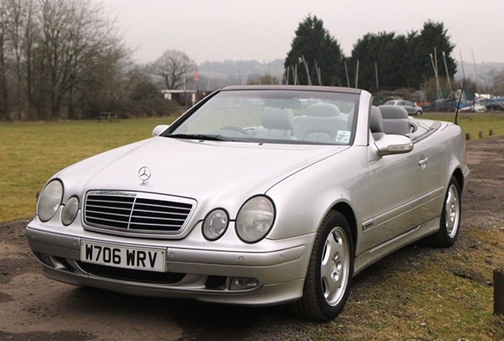 Lot 332 - 2000 Mercedes-Benz CLK 320 Elegance