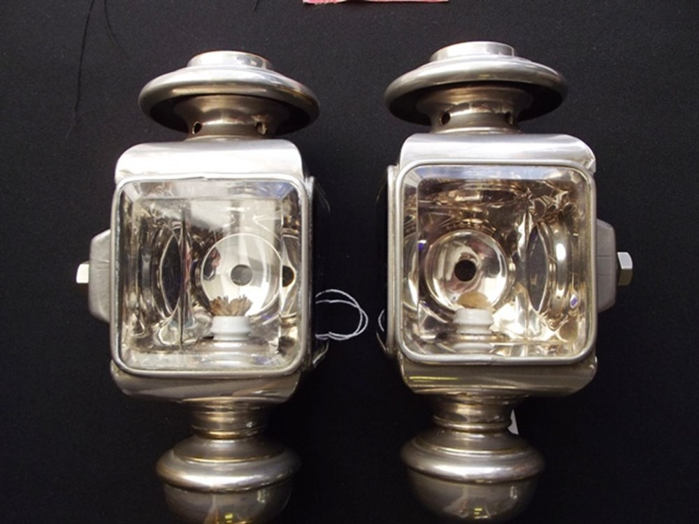Lot 114 - Opera style paraffin front side lamps