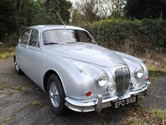 Navigate to Lot 249 - 1964 Daimler V8 250 Saloon