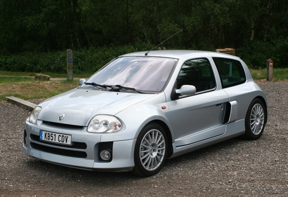 ref 13 2001 renault clio v6 classic sports car auctioneers. Black Bedroom Furniture Sets. Home Design Ideas