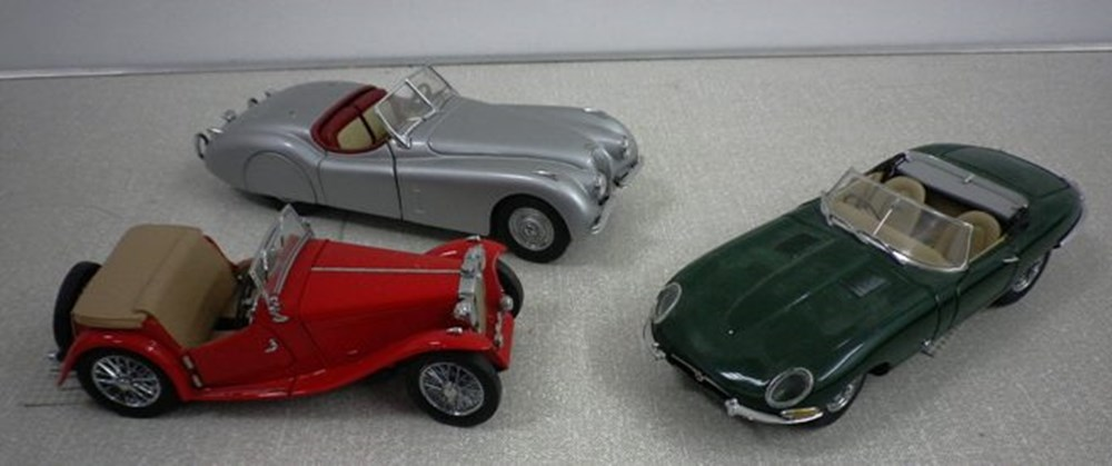 Lot 33 - Jaguar models.
