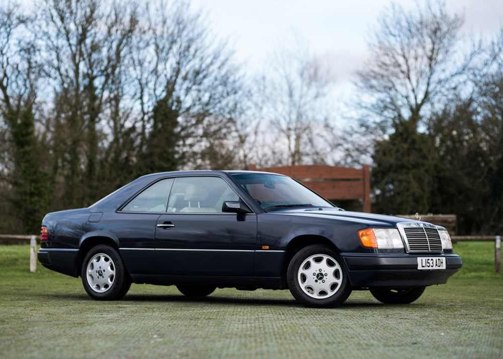 Lot 358 - 1993 Mercedes-Benz 220 CE
