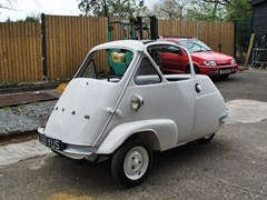 Navigate to Lot 104 - 1956 Isetta Velam