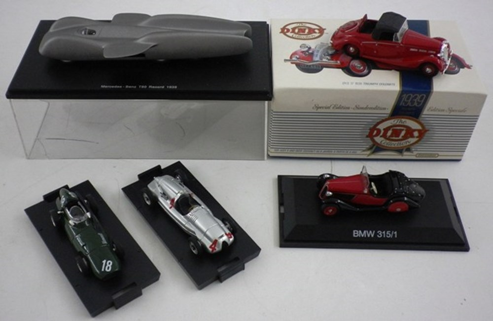 Lot 042 - Five Model Cars