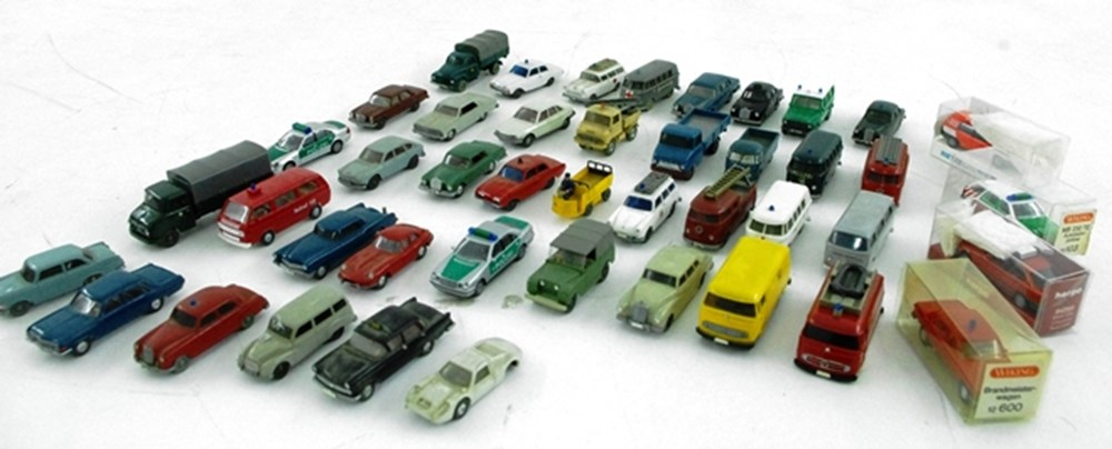 Lot 65 - 1/86 model vehicles.