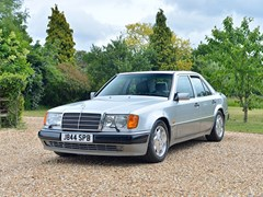 Navigate to Lot 235 - 1991 Mercedes-Benz 500E