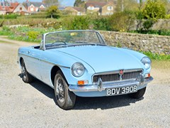 Navigate to Lot 124 - 1964 MG B Roadster