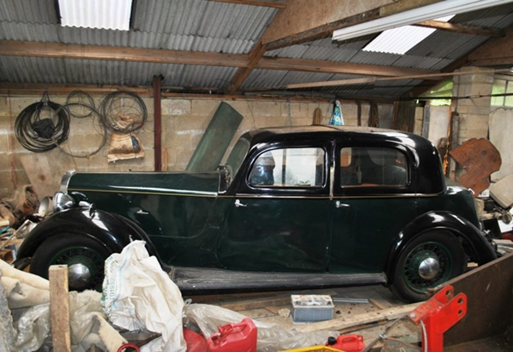 Lot 111 - 1937 Rover 14 Saloon P1