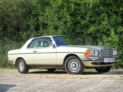 Navigate to Lot 326 - 1982 Mercedes-Benz 230 CE