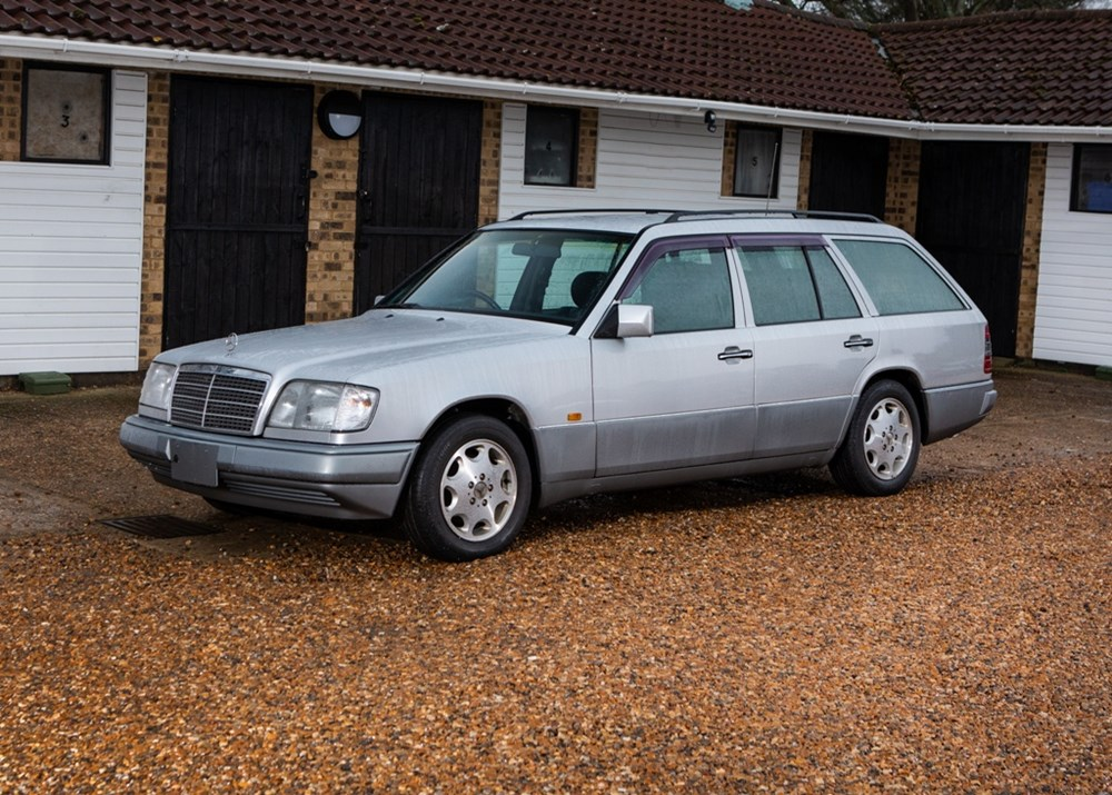 Lot 185 - 1995 Mercedes-Benz E280 Estate