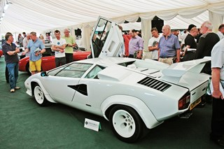 COUNTACH STUNS AT HISTORICS