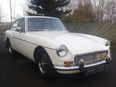 Navigate to Lot 337 - 1967 MG B GT