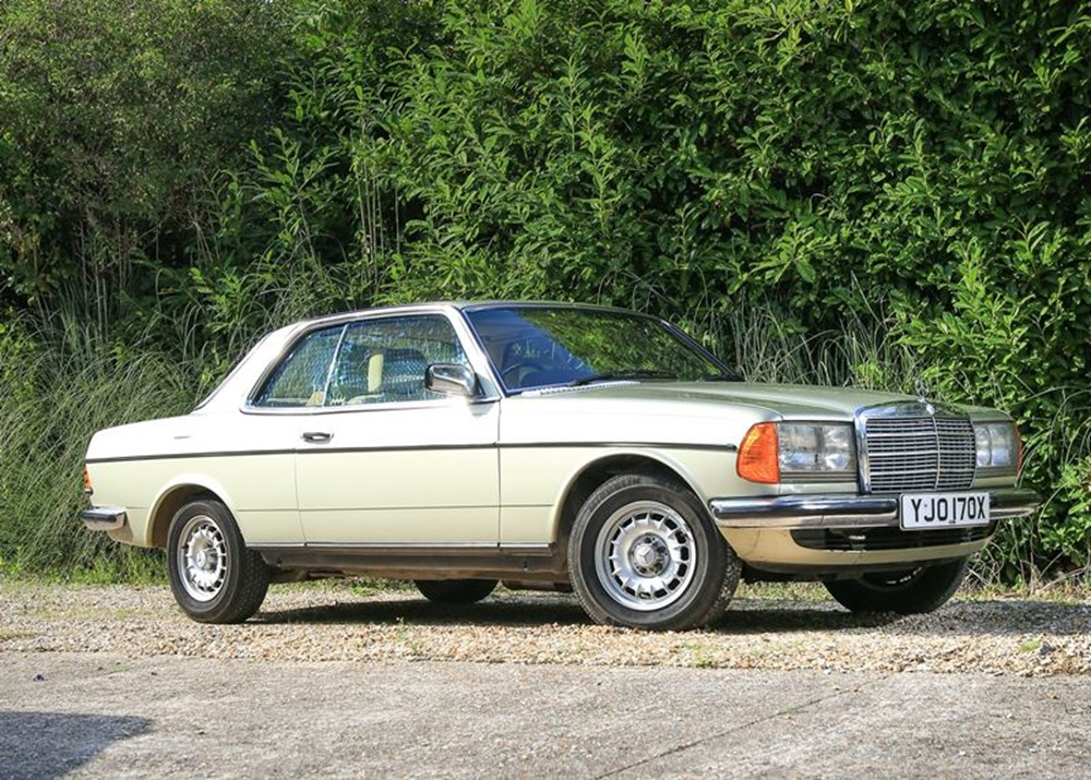 Lot 326 - 1982 Mercedes-Benz 230 CE