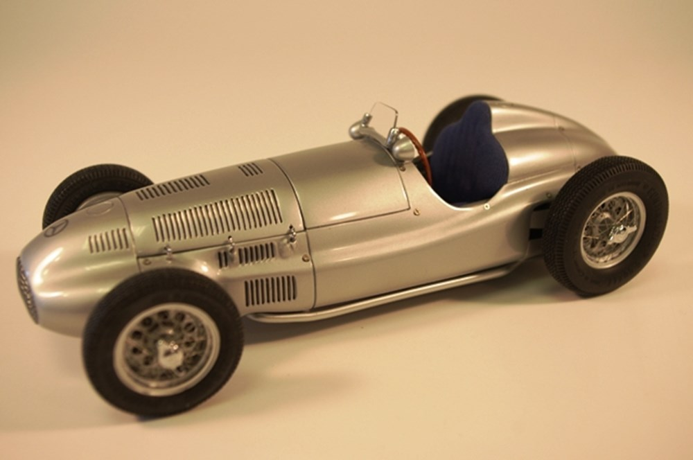 Lot 048 - 1939 Mercedes-Benz W165 model