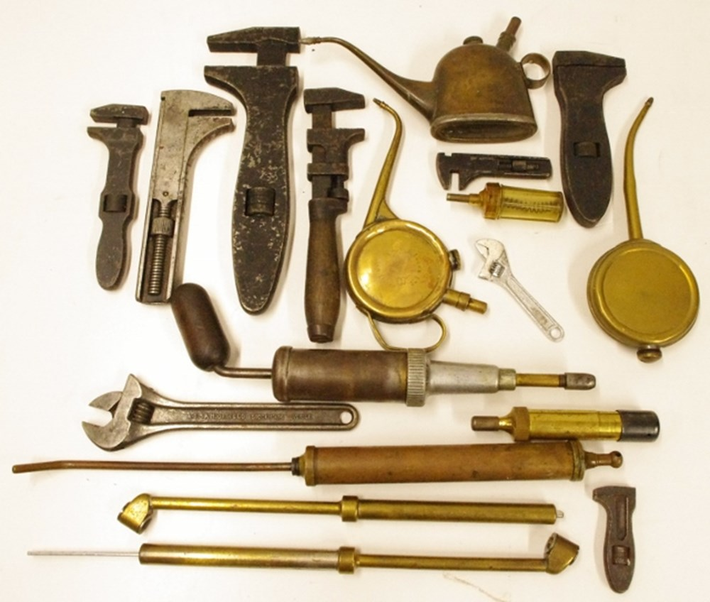 Lot 15. - Motoring tools.