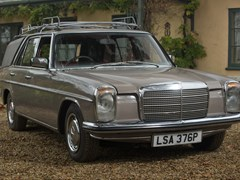 Navigate to Lot 332 - 1976 Mercedes-Benz 200D