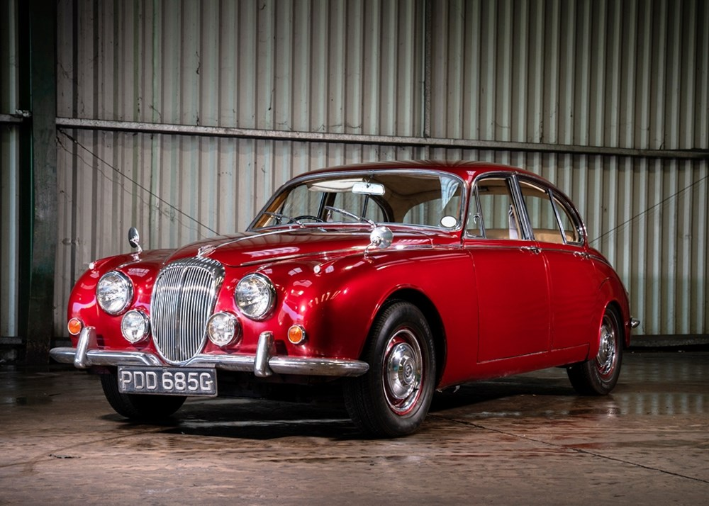 Lot 381 - 1968 Daimler V8-250 Saloon