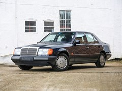 Navigate to Lot 120 - 1990 Mercedes-Benz 260E