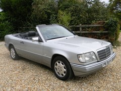 Navigate to Lot 207 - 1996 Mercedes-Benz E220