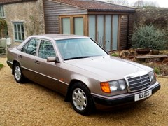 Navigate to Lot 201 - 1993 Mercedes-Benz 220E Saloon