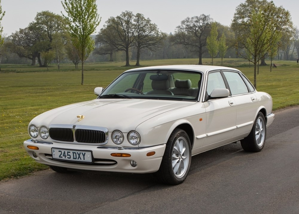 Lot 278 - 1999 Jaguar XJ8 (4.0 litre)