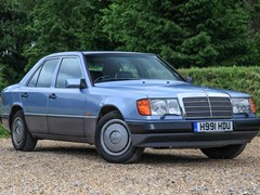Navigate to Lot 124 - 1990 Mercedes-Benz 260 E