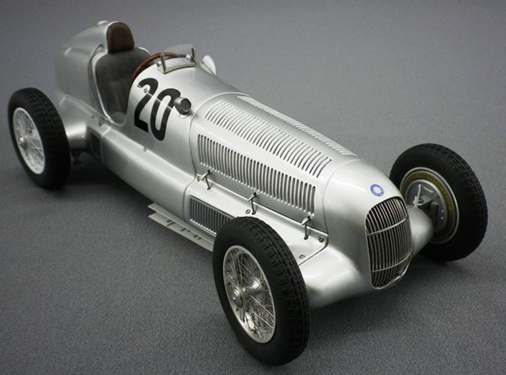 Lot 72 - W 25 Mercedes-Benz
