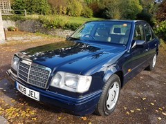 Navigate to Lot 335 - 1995 Mercedes-Benz E200
