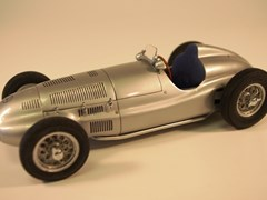 Navigate to 1939 Mercedes-Benz W165 model