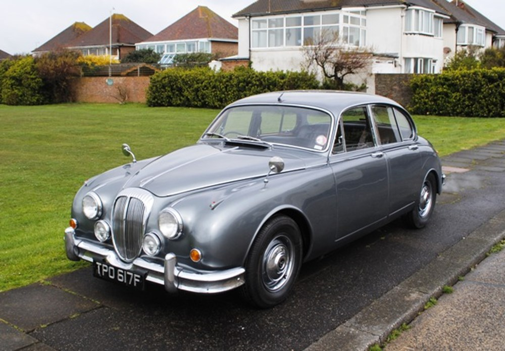 Lot 349 - 1967 Daimler V8 250 Saloon