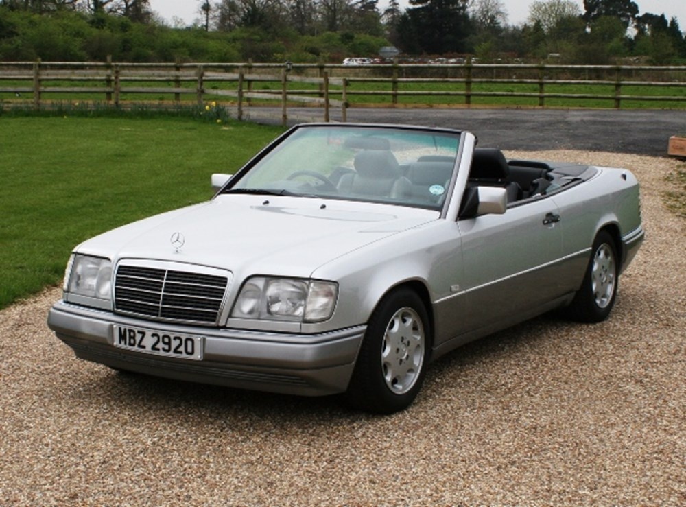 Lot 110 - 1996 Mercedes-Benz E220 Convertible
