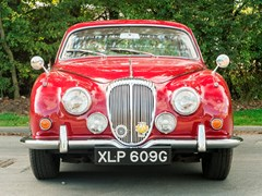 Navigate to Lot 119 - 1969 Daimler 250 Saloon V8