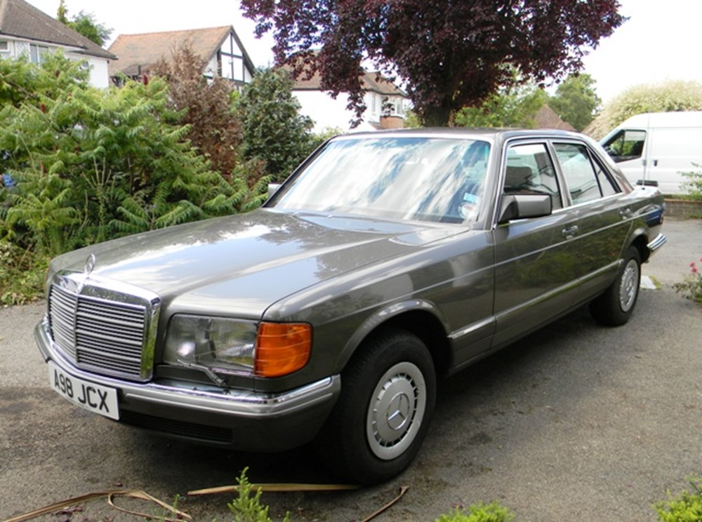 Lot 221 - 1983 Mercedes-Benz 380SE Saloon