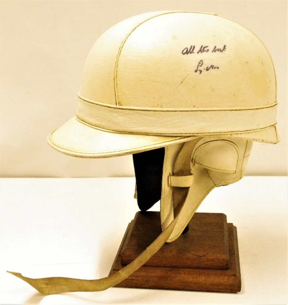 Lot 119. - Everoak crash helmet.